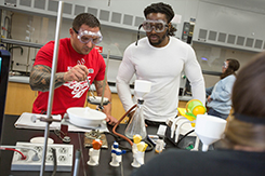 Chemistry students work in lab