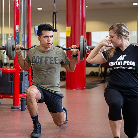 Students train with weights in Foy Recreation Center